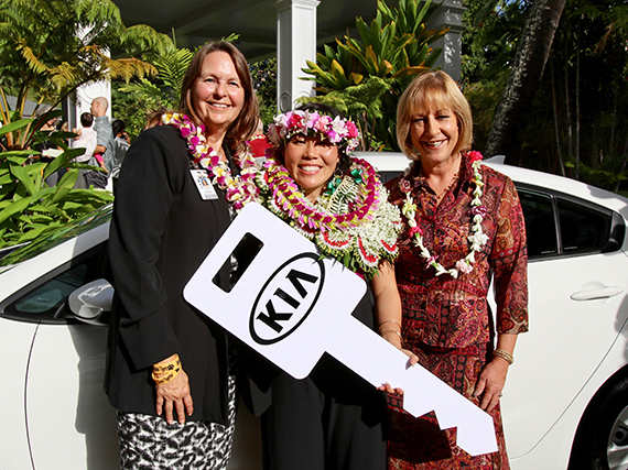 2018 Hawaii State Teacher of the Year Vanessa Ching receives a prize of a one-year vehicle lease from sponsor Kia Hawaii.